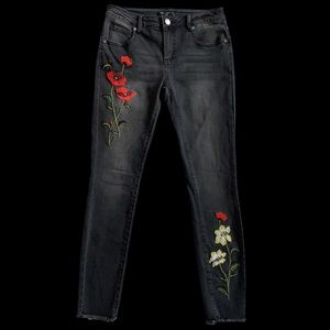 NWT Romeo & Juliet Black Jeans Floral Embroidery